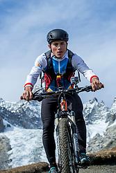 15-09-2017 ITA: BvdGF Tour du Mont Blanc day 6, Courmayeur <br /> We starten met een dalende tendens waarbij veel uitdagende paden worden verreden. Om op het dak van deze Tour te komen, de Grand Col Ferret 2537 m., staat ons een pittige klim (lopend) te wachten. Na een welverdiende afdaling bereiken we het Italiaanse bergstadje Courmayeur. Javier