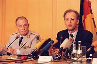 01.04.1999, Deutschland/Bonn:<br /> Hans-Peter von Kirchbach, neuer Generalinspekteur der Bundeswehr, und Rudolf Scharping, Bundesverteidigungsminister, während der täglichen Pressekonferenz zur Situation im Kosovo, Bundesverteidigungsministrium, Bonn<br /> IMAGE: 19990401-01/01-17