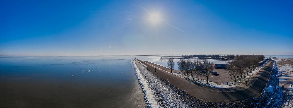 Nederland, Flevoland, Trintelhaven; 22-02-2021; zicht op het IJsselmeer, richting Lelystad. Bevroren strekdam en boeien (palen) voor netten. Rechts de Houtribdijk.<br /> View of the IJsselmeer, towards Lelystad. Frozen breakwater and buoys (posts) for nets. On the right the Houtribdijk.<br /> drone-opname (luchtopname, toeslag op standaard tarieven);<br /> drone recording (aerial, additional fee required);<br /> copyright foto/photo Siebe Swart