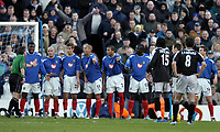 Fotball<br /> Premier League 2004/05<br /> Portsmouth v Chelsea<br /> 28. desember 2004<br /> Foto: Digitalsport<br /> NORWAY ONLY<br /> The referee tries to get the Portsmouth wall to go back 10 yards