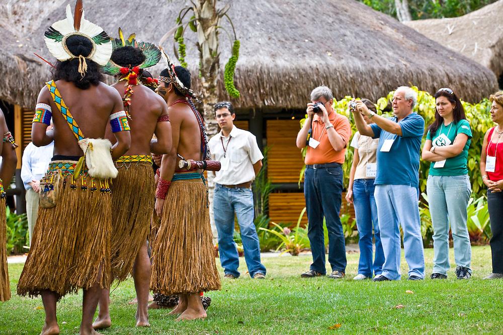 Porto Seguro_BA, Brasil...Indios da tribo Pataxo fazendo uma apresentacao...Indians of Pataxo tribe doing a presentation...Foto: JOAO MARCOS ROSA /  NITRO.