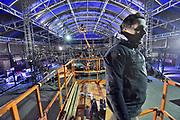 Nederland, the netherlands, Nijmegen, 14-11-2017Voorbereidingen van de concertreeks die De Staat geeft op het Vasim terrein. Opbouw van podium en lichtinstallatie. Het optreden vindt plaats in een grote tent van de Markies, en het podium is rond en kan draaien.Foto: Flip Franssen