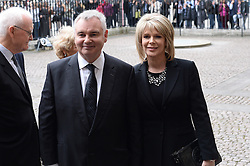 Eamonn Holmes und Ruth Langsford  beim Gedenkgottesdienst f¸r Terry Wogan im Westminster Abbey in London / 270916<br /> <br /> ***Memorial service for Terry Wogan at Westminster in London, September 27th, 2016***