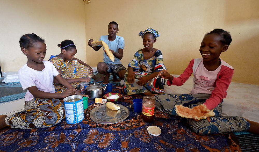Fadimata Aicha (second from right), an internally displaced woman from Timbuktu, Mali, eats a meal with her family in a shared house in Bamako, the nation's capital. Thousands of families displaced by the fighting in northern Mali have taken refuge in the capital and other areas of the country's south, most living with relatives or renting small spaces. Many have received support from the ACT Alliance.