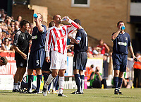 Photo: Chris Ratcliffe.<br />Southend United v Stoke City. Coca Cola Championship.<br />05/08/2006.<br />Players from both teams take on water on a sweltering opening day of the season.
