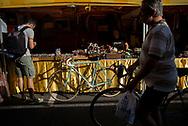 Molto affollato il mercatino di pezzi di biciclette d'epoca il girono prima della partenza. La cura nei dettagli meccanici e anche dell'abbigliamento sono maniacali. La seconda edizione dell'Eroica a Montalcino ha visto partecipare piu' di 1400 ciclisti italiani e stranieri, vestiti con abiti d'epoca e in sella a biciclette vintage. Hanno prcorso le strade delle colline toscane percorrendo fino a 170km su strade bianche e asfaltate.  Federico Scoppa