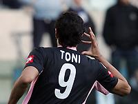 Fotball<br /> Serie A Italia<br /> Foto: Graffiti/Digitalsport<br /> NORWAY ONLY<br /> <br /> Roma 16/1/2005 <br /> <br /> Lazio Palermo 1-3<br /> <br /> Palermo forward Luca Toni celebrates goal of 1-1