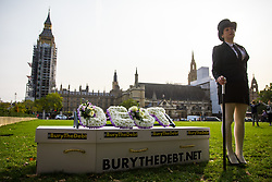 © Licensed to London News Pictures. 17/10/2017. London, UK. Fair funeral campaigners carry a coffin to deliver a letter to Chancellor of the Exchequer Philip Hammond, asking to increase support available for funeral costs. Photo credit : Tom Nicholson/LNP