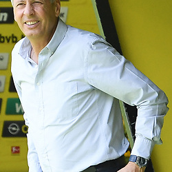 27.06.2020, xmeix, 1.Fussball Bundesliga, Borussia Dortmund - TSG 1899 Hoffenheim, empor. v.l.n.r, <br /> Dortmunds Trainer Lucien Favre (Borussia Dortmund)<br /> <br /> <br /> <br /> Foto: Sascha Meiser/APF/Pool/PIX-Sportfotos<br /> <br /> Nur für journalistische Zwecke!<br /> Only for editorial use!<br /> Nutzungsbedingungen: http://poolbilder.de/nutzungsvereinbarung.pdf<br /> <br /> Foto © PIX-Sportfotos *** Foto ist honorarpflichtig! *** Auf Anfrage in hoeherer Qualitaet/Aufloesung. Belegexemplar erbeten. Veroeffentlichung ausschliesslich fuer journalistisch-publizistische Zwecke. For editorial use only. DFL regulations prohibit any use of photographs as image sequences and/or quasi-video.