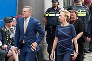 Op Prinsjesdag 2018 spreekt het staatshoofd in de Aankomst Politici Ridderzaal. Staten-Generaal van het Koninkrijk der Nederlanden in verenigde vergadering bijeen de troonrede uit. Daarin geeft de regering aan wat het regeringsbeleid zal zijn voor het komende jaar. <br /> <br /> op de foto / On the photo:  Fractieleider Sybrand van Haersma Buma van het CDA met zijn vrouw Marijke Geertsema