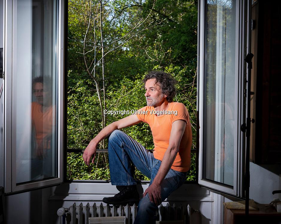 """Lausanne, avril 2021. Stéphane Block, poète et musicien. Il sort son dizième album """"Poèmes de la veille"""". © Olivier Vogelsang"""