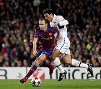 Fotball<br /> Italia<br /> Foto: Inside/Digitalsport<br /> NORWAY ONLY<br /> <br /> Barcelona v Inter<br /> <br /> FC Barcelona's Iniesta fight for the ball with Inter Milan's Xavier Zanetti during their UEFA Cup Champions League football match at Camp Nou stadium in Barcelona, 24 November 2009
