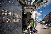 Street shots. lifestyle. wandsworth, putney and the Thames 2011. London, England, UK.