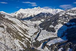 THEMENBILD - Übersicht auf das Kalser Tal mit den Ortsteilen Lesach, Lana, Ködnitz, Glor, Grossdorf und Burg, im Hintergrund der Schneebedeckte Grossglockner (3.798m), am Montag 4. Jannuar 2021 in Kals // Overview of the Kalser valley with Lesach, Lana, Ködnitz, Glor, Grossdorf and Burg, in the background the snow covered mountain Grossglockner (3798m) on Monday, January 4 2021 in Kals. EXPA Pictures © 2021, PhotoCredit: EXPA/ Johann Groder