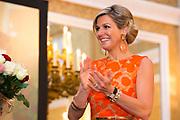 Koningin Maxima reikt Appeltjes van Oranje uit op Paleis Noordeinde / Queen Maxima at the Apples of Orange at Noordeinde Palace.<br /> <br /> Op dew foto / On the photo:  Koningin Maxima / Queen Maxima