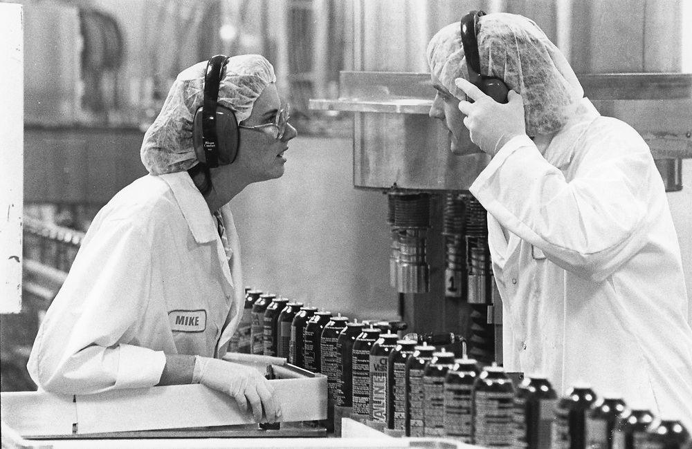 ©1992 Pharmaceutical manufacturing plant (Allergan) in Waco, Texas workings talking with each other.    EH-0225