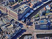 Nederland, Noord-Holland, Amsterdam; 23-03-2020; overzicht binnenstad Amsterdam. Munt en Singel (Bloemenmarkt)<br /> Het publieke leven in het centrum van de hoofdstad is bijna geheel stil komen te liggen als gevolg van het Corona virus. Niet alleen is alle horeca dicht, ook veel winkels en andere bedrijven zijn gesloten. Het publiek blijft over het algemeen binnen, de straten en pleinen zijn verlaten, nauwelijks verkeer.<br /> Innercity Amsterdam, Public life in the center of the capital has come to a complete standstill as a result of the Corona virus. Not only are all pubs, coffee shops and restaurants,  closed, many shops and other companies are also closed. The public generally stays inside, the streets and squares are deserted, hardly any traffic.<br /> luchtfoto (toeslag op standaard tarieven);<br /> aerial photo (additional fee required)<br /> copyright © 2020 foto/photo Siebe Swart