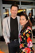 Premiere nieuwe cast Soldaat van Oranje<br /> Caption op het voormalige vliegveld Valkenburg in Katwijk. De musical blijft hier nog tot en met januari 2012 te zien in de TheaterHangaar. <br /> <br /> Op de foto: Carel Kraayenhof en partner