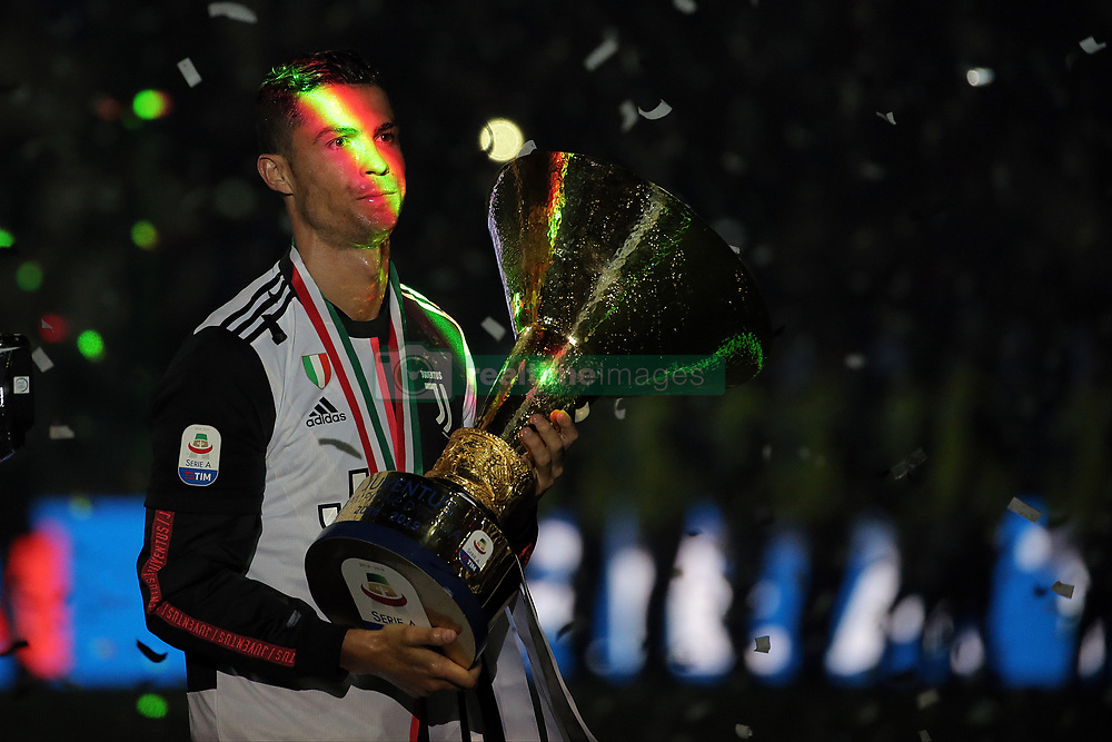 May 19, 2019 - Turin, Turin, Italy - Cristiano Ronaldo #7 of Juventus FC celebrate with the trophy after winning the Serie A Championship at the end of the serie A match between Juventus FC and Atalanta BC at Allianz Stadium on May 19, 2019 in Turin, Italy. (Credit Image: © Giuseppe Cottini/NurPhoto via ZUMA Press)