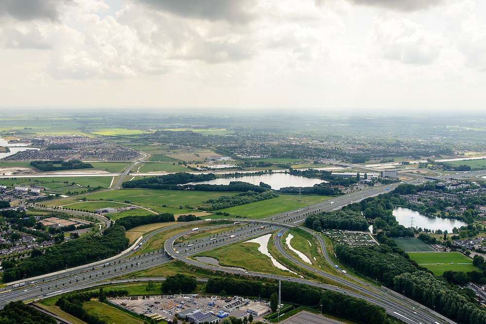 Nederland, Noord-Brabant, Gemeente Den Bosch, 26-06-2014;  knooppunt Empel, A2 A59. In de achtergrond Maximakanaal, directe verbinding tussen de Maas en de Zuid-Willemsvaart. <br /> Empel junction, east of Den Bosch. Maxima channel in the background.<br /> luchtfoto (toeslag op standaard tarieven);<br /> aerial photo (additional fee required);<br /> copyright foto/photo Siebe Swart.