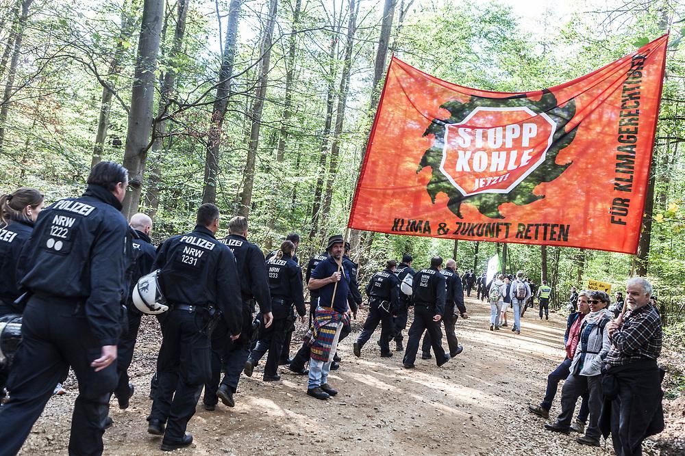Kerpen-Buir, DEU, 30.09.2018<br /> <br /> Waldspaziergang, Demonstration im Hambacher Wald, Hambacher Forst<br /> <br /> Foto: Bernd Lauter/berndlauter.com