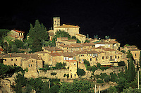 Italie - Toscane - Region de Florence - Region du Chianti - Village de Montefiorale - Village médieval // Italy, Tuscany, Chianti, Village of Montefiorale.