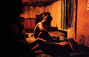 ESLINDA ET PEDRO APRES LE SEXE, DANS LA VIEILLE HAVANE..CUBA, 1998..mention obligatoire: photographie Olivia GAY