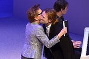 Jubileumviering van 15 jaar VandenEnde Foundation en 5 jaar DeLaMar.<br /> <br /> Op de foto: Janine van den Ende geeft het eerrste fotoboek aan Jasper Krabbe