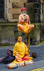 Edinburgh Scotland 7th August 2016 :: Performers from Fringe shows entertain in the High Street to promote their shows.<br /> <br /> (c) Andrew Wilson   Edinburgh Elite media