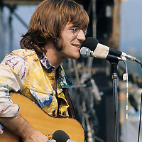 """John Sebastian.- .A man of many faces, clean shaven in The Lovin Spoonful, but now more relaxed as he was reunited with old colleague Zal Yanovski. Brian Hinton in his book """"Message to Love"""" remembers him as being ubiquitous and a symbol of permanence - almost as if his presence was dependent on the success of the festival, he seemed to be everywhere!"""