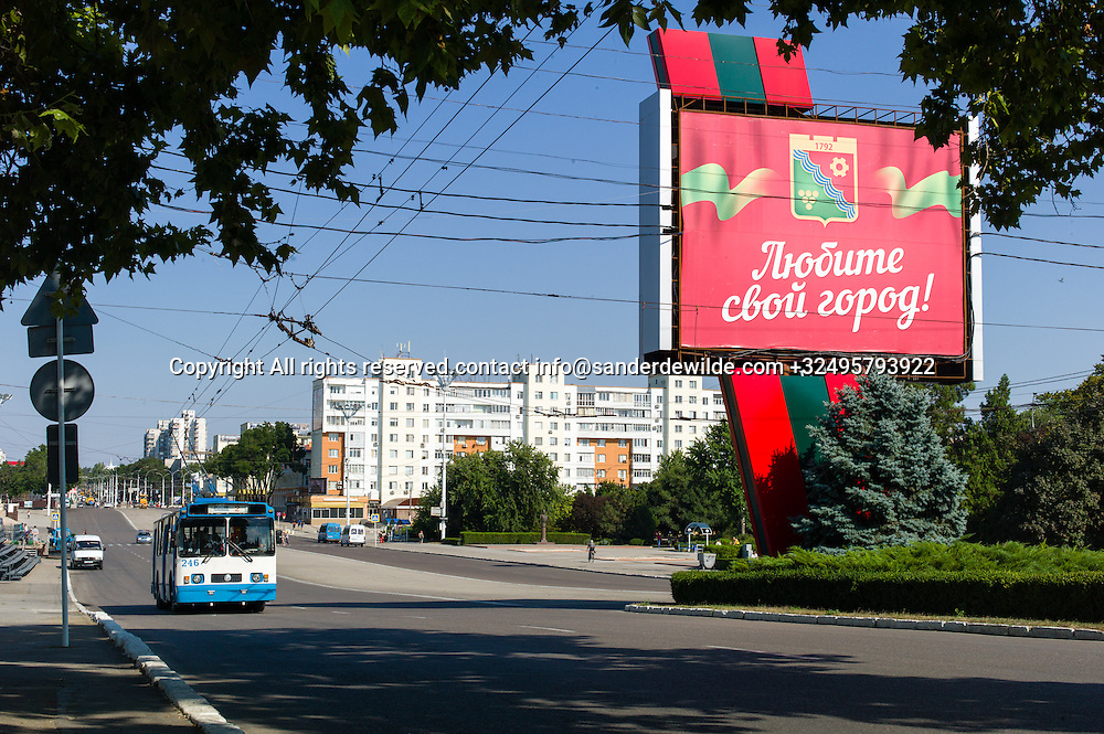 20150825  Moldova, Transnistria, Tiraspol. A big sign in the national colors welcomes you entering the city through the main Boulevard, saying Love Your City while the trollebus comes our way