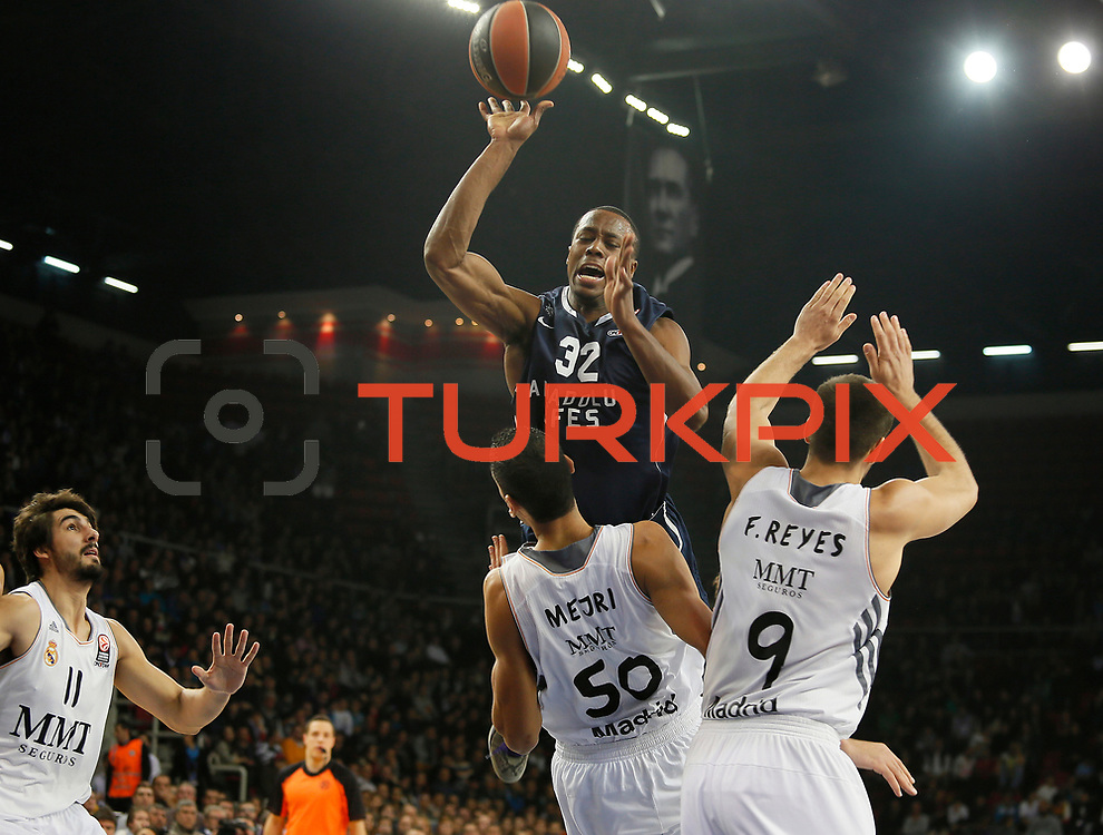 Anadolu Efes's Brian Hopson (C) during their Turkish Airlines Euroleague Basketball Game 10 match Anadolu Efes between Real Madrid at the Abdi ipekci Arena in Istanbul, Turkey, Thursday, December 19, 2013. Photo by Aykut AKICI/TURKPIX