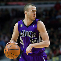 21 December 2009: Sacramento Kings guard Sergio Rodriguez looks for a teammate during the Sacramento Kings 102-98 victory over the Chicago Bulls at the United Center, in Chicago, Illinois, USA.