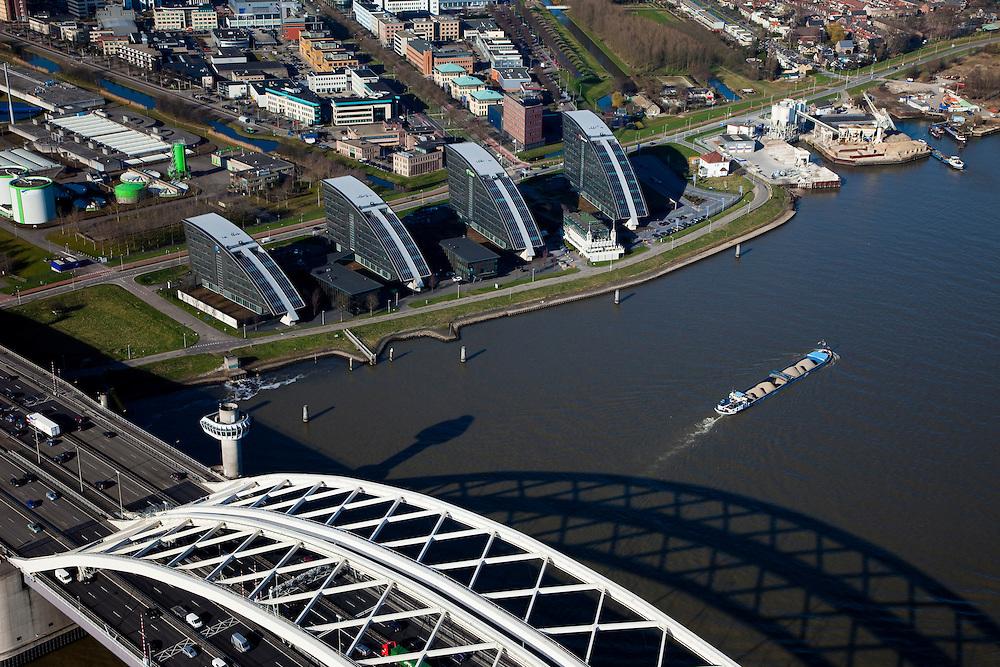 Nederland, Zuid-Holland, Rotterdam, 20-03-2009. Van Brienenoordbrug (A16) over de Nieuwe Maas.  Links kantoren aan het water in Kralingse Veer (deelgemeente Prins Alexander), rechts flats en eengezinswoningen in Oud-IJsselmonde en Beverwaard.<br /> Air view on the river Meuse of Rotterdam and the north bank. Bottom the double bridge (Van Brienenoord) of the motorway A16, connecting the north and the south bank of the river<br /> Swart collectie, luchtfoto (toeslag); Swart Collection, aerial photo (additional fee required); foto Siebe Swart / photo Siebe Swart