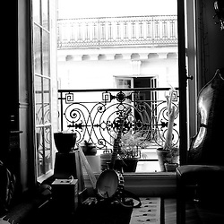 "-..""Soiree de poche #3"" (pocket night #3): a concert happening in an appartment. Organised by La Blogotheque.. .June 2008, 30th / photo: Antoine Doyen"