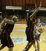 ostler vs ebiDESCRIZIONE : Lodi Lega A2 2009-10 Campionato UCC Casalpusterlengo - Riviera Solare RN<br /> GIOCATORE : Marcus Hatten<br /> SQUADRA : UCC Casalpusterlengo<br /> EVENTO : Campionato Lega A2 2009-2010<br /> GARA : UCC Casalpusterlengo Riviera Solare RN<br /> DATA : 14/03/2010<br /> CATEGORIA : Penetrazione<br /> SPORT : Pallacanestro <br /> AUTORE : Agenzia Ciamillo-Castoria/D.Pescosolido