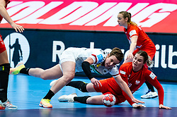 Alina Grijseels of Germany, Natalia Nosek of Poland during the Women's EHF Euro 2020 match between Germany and Poland at Sydbank Arena on december 07, 2020 in Kolding, Denmark (Photo by RHF Agency/Ronald Hoogendoorn)