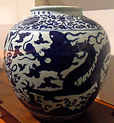 Large jar decorated with dragons. Chinese, Jiajing reign (1522-1566) blue and white decoration, porcelain.