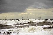 Nederland, the netherlands, Egmond, 27-8-2018 Zicht vanuit de duinen op een windmolenpark in zee . Foto: Flip Franssen