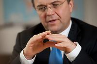 03 JAN 2011, BERLIN/GERMANY:<br /> Haende von Hans-Peter Friedrich, MdB, CSU, Vorsitzender der CSU Landesgruppe im Deutschen Bundestag, waehrend einem Interview, in seinem Buero, Jakob-Kaiser-Haus, Deutscher Bundestag<br /> IMAGE: 20110103-01-026<br /> KEYWORDS: Hand. Hände