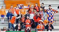 ROTTERDAM - Hockey-   De Bloemigans, supporters van HC Bloemendaal,zaterdag tijdens de halve finale Play offs bij de heren tussen Rotterdam en Bloemendaal (1-0). FOTO KOEN SUYK