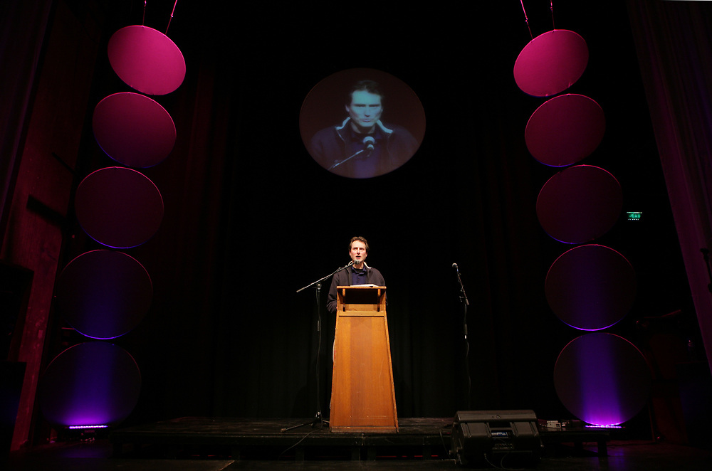 Poet K. Michel reading at a Poetry Marathon in Groningen // Dichter K. Michel tijdens de Poëziemarathon in het Grand Theatre, Groningen.