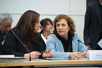 DEU, Deutschland, Germany, Berlin, 12.04.2016: Sevim Dagdelen (DIE LINKE) und die Journalistin Dilek Dündar, Ehefrau des angeklagten Cumhuriyet-Chefredakteurs, bei der Fraktionssitzung der Linkspartei im Deutschen Bundestag.