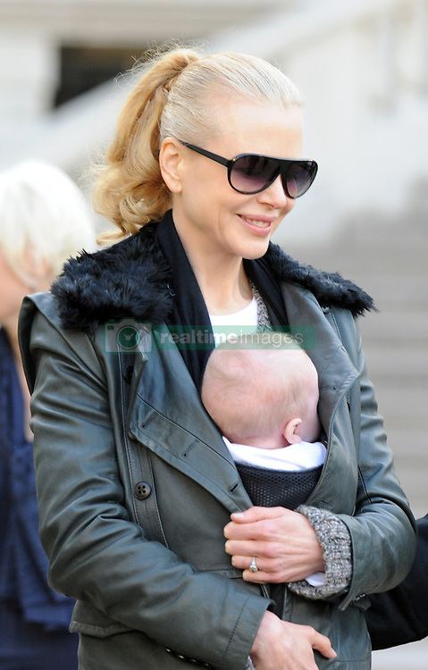 Nicole Kidman, Keith Urban with their daughter Sunday Rose leaving the Picasso exposition held at the 'Grand Palais' in Paris, France on December 2, 2008. Kidman is in Paris to promote her new movie 'Australia'. Photo by ABACAPRESS.COM  | 171753_004