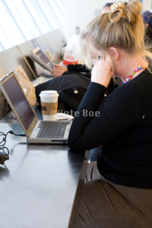 traveling businesswoman working at the airport