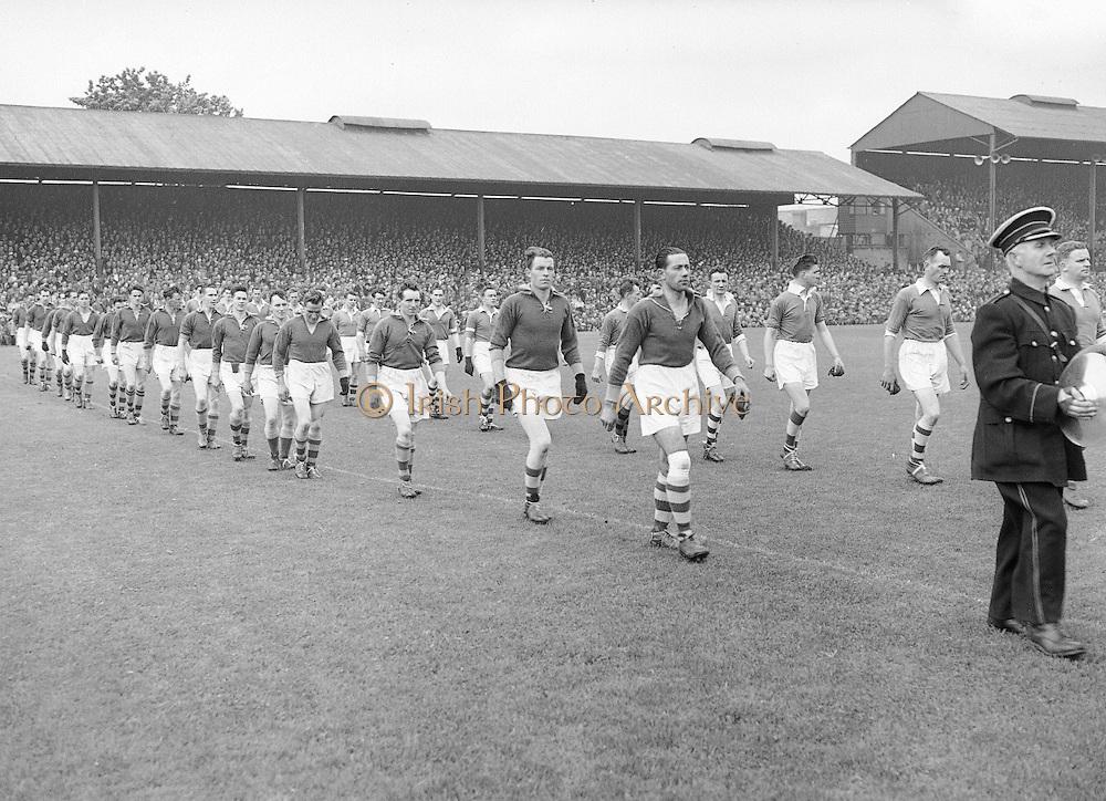 Neg No:.558/7546-7649...1081954AISFCSF...01.08.1954..All Ireland Senior Football Championship - Semi-Final.Meath.1-5.Cavan.0-7..