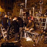 ITA/Bracchiano/20061118 - Huwelijk Tom Cruise en Katie Holmes, fotografen wachten op wat komen gaat