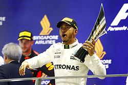 September 17, 2017 - Singapore, Singapore - Motorsports: FIA Formula One World Championship 2017, Grand Prix of Singapore, ..#44 Lewis Hamilton (GBR, Mercedes AMG Petronas F1 Team) (Credit Image: © Hoch Zwei via ZUMA Wire)