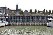 Nederland, the netherlands, Nijmegen, 21-10-2018Door de aanhoudende droogte staat het water in de rijn, ijssel en waal extreem laag . Schepen moeten minder lading innemen om niet te diep te komen . Hierdoor is het drukker in de smallere vaargeul . Door te weinig regenval in het stroomgebied van de rijn is het laagterecord verbroken. Bij de kade, waalkade van Nijmegen staat het water zo laag dat de zonnedekken van de passagiersschepen niet meer boven de rand uitkomen .. Foto: Flip Franssen