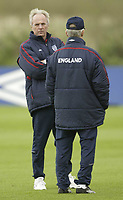 Fotball<br /> Foto: SBI/Digitalsport<br /> NORWAY ONLY<br /> <br /> England training at Carrington MUFC traing complex.<br /> <br /> Sven Gøran Eriksson and Tord Grip discuss tactics